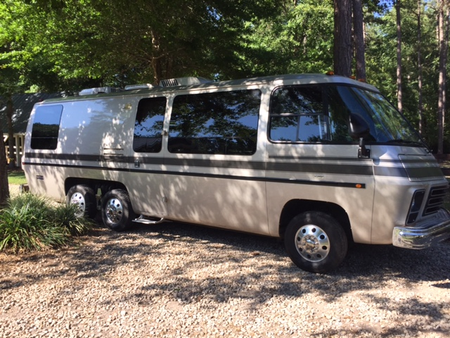 Gmc Motorhome For Sale >> Coaches For Sale How To Pick A Good One Cooperative Motor Works