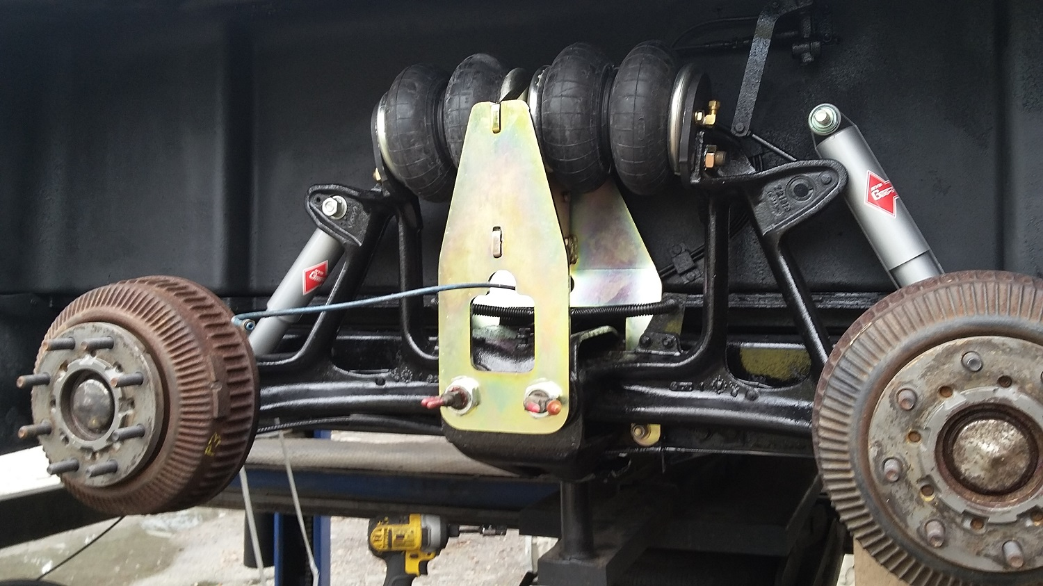 Gmc Motorhome Parts >> GMC Motorhome, Now THAT'S a quad bag install!